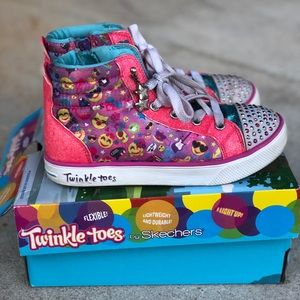 Sketchers Twinkle Toes Hi Top. Lights Up !!